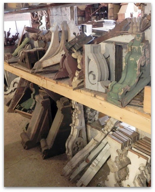 CORBELS AS A DECORATIVE ELEMENT AT HOME